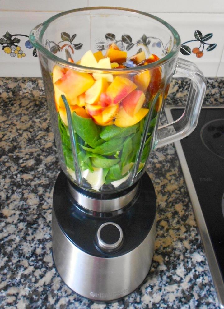 Receta: smoothie de nectarinas yespinacas