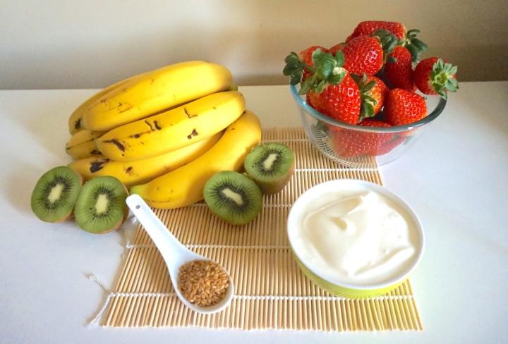Smoothie de fresa, plátano ykiwi