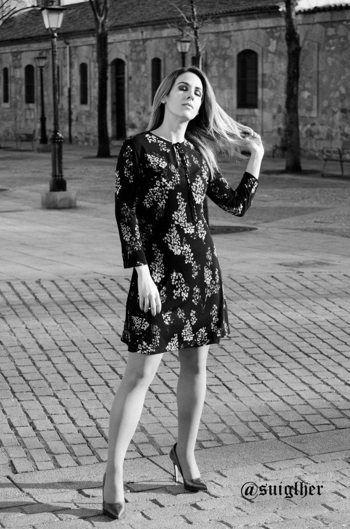 Vestido_flores_mango_negro4
