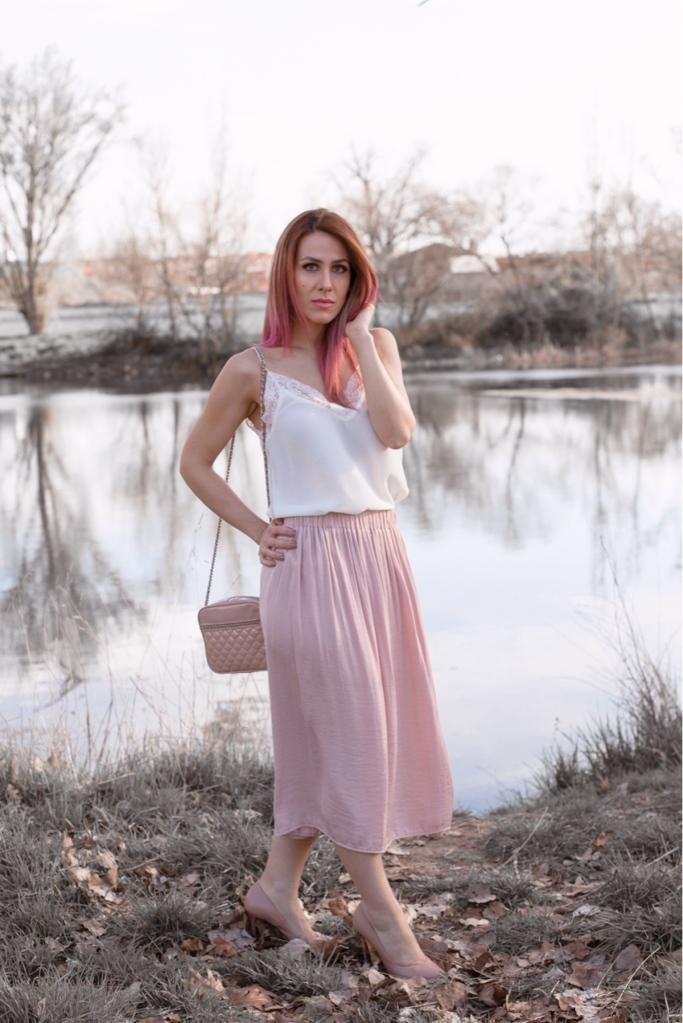 Estilo-boho-chic-falda-rosa-larga