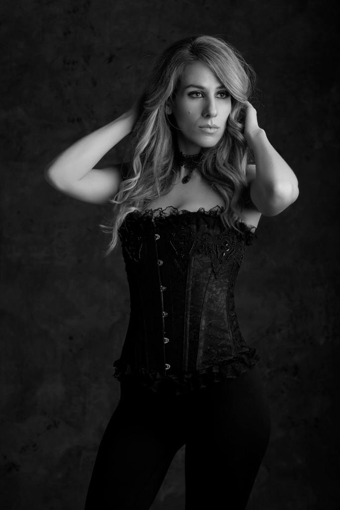 Black_corset_girl_mystic